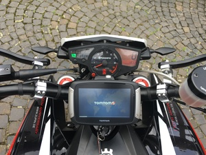 navi tomtom rider 400 an motorrad husqvarna nuda. Black Bedroom Furniture Sets. Home Design Ideas
